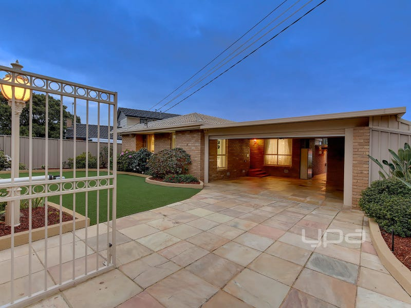 16 Hillcrest Drive, Westmeadows, Vic 3049