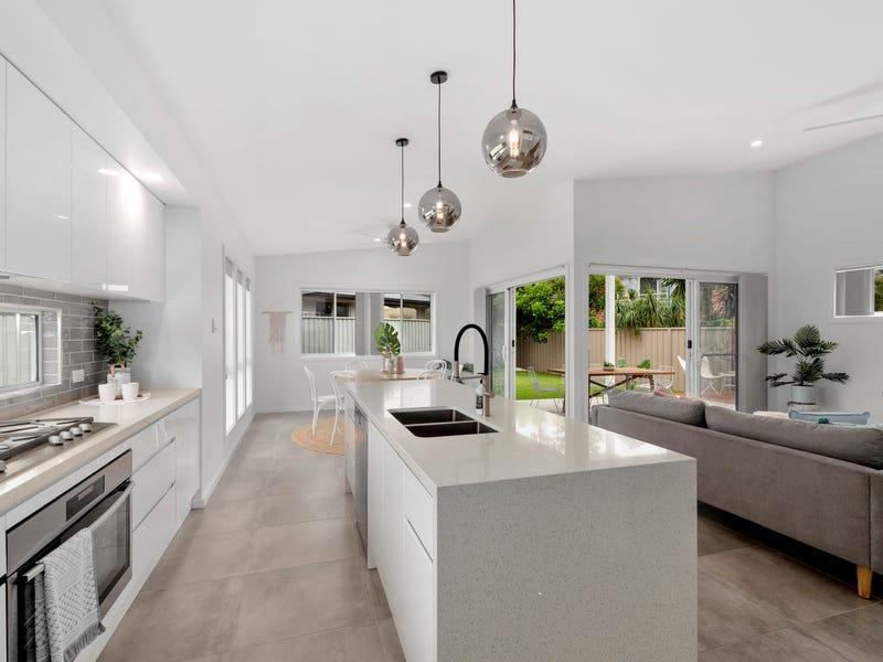 17 Mackerel Crescent, Korora, NSW 2450