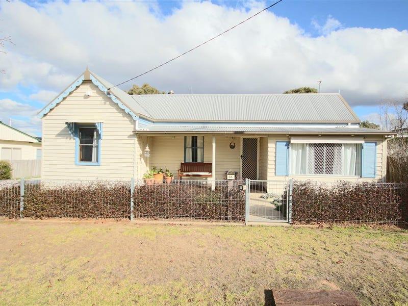 35 Margaret Street, Tenterfield, NSW 2372