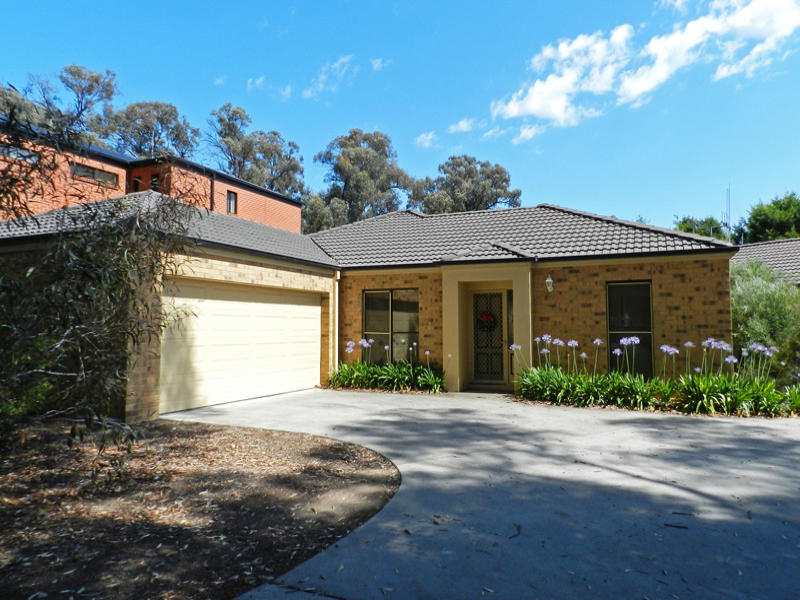 Unit 1/2 Greenwood Drive, Strathdale, Vic 3550