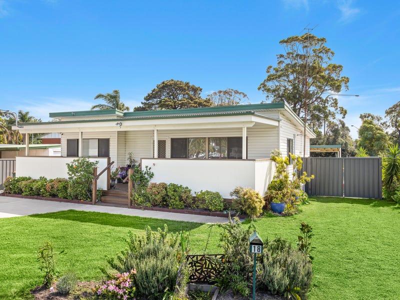 18 Golf Place, Primbee, NSW 2502