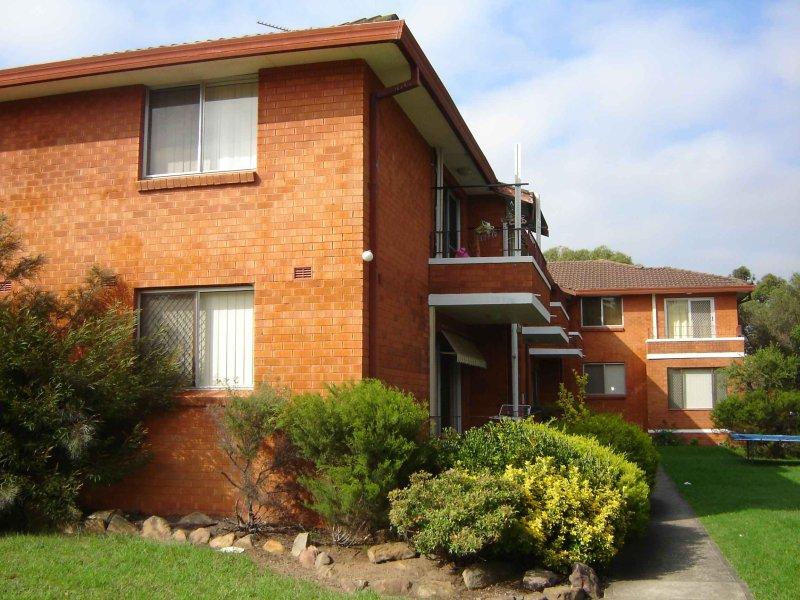 10/25 Trafalgar St, Glenfield, NSW 2167