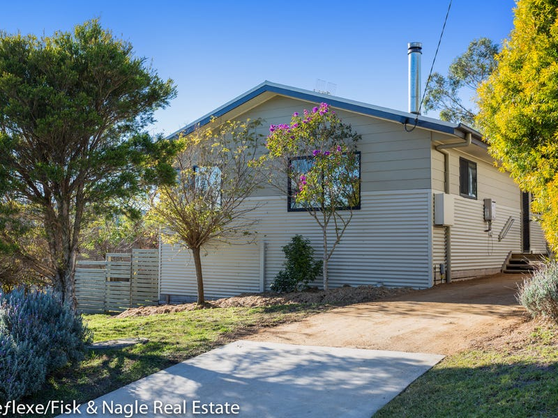 16 Lloyd Street, South Pambula, NSW 2549