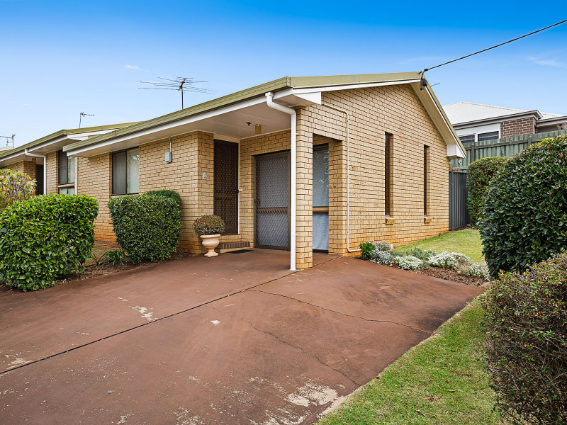 1/8 Garde Street, Centenary Heights, Qld 4350