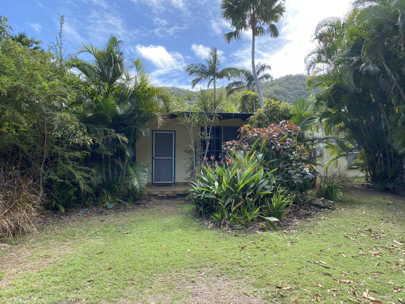 14 Robson St, Nelly Bay, Qld 4819