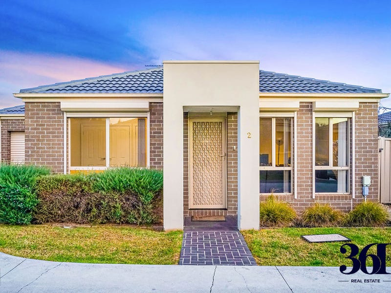 2/3 Austin Place, Melton South, Vic 3338