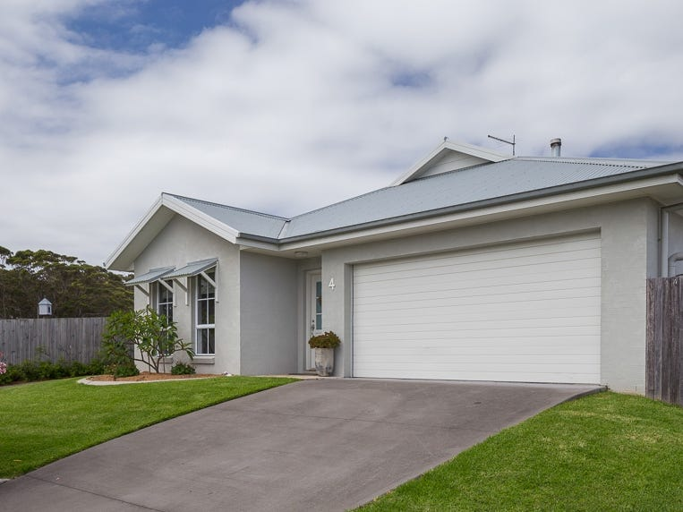 4 Red Hill Parade, Tomakin, NSW 2537
