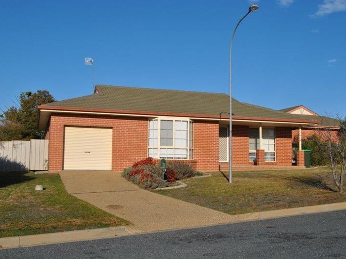 2/30 Gunn Drive, Estella, NSW 2650
