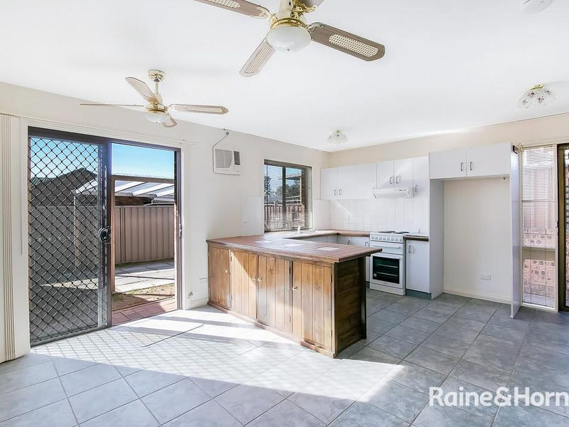 2/27 RED HOUSE CRESCENT, McGraths Hill, NSW 2756