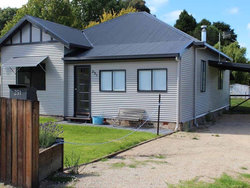 251 Meade Street, Glen Innes, NSW 2370