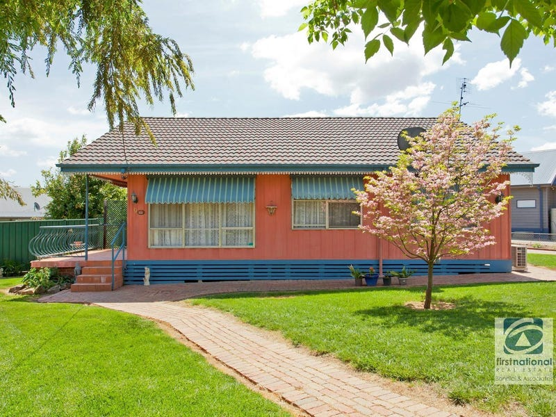 9   Macaulay Grove, Myrtleford, Vic 3737