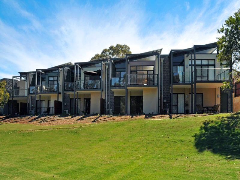 16 Golfers Retreat, Halls Head, WA 6210