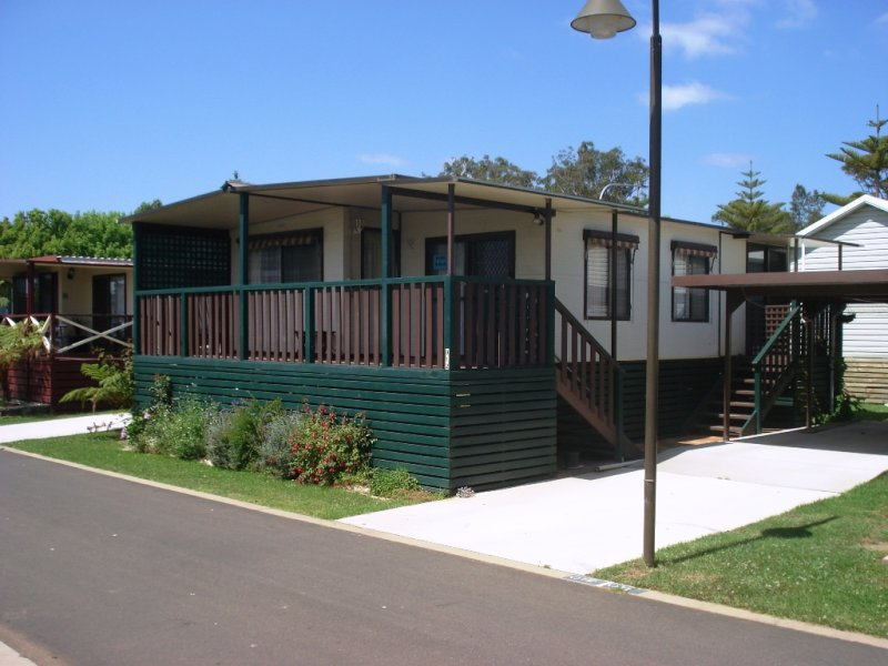 12 Batemans Bay Beach Resort, Batehaven, NSW 2536