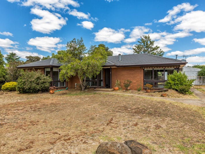 2 Shalimar Place, Melton West, Vic 3337
