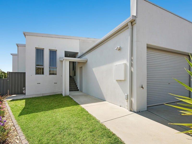 1/18 Breen Place, Jerrabomberra, NSW 2619