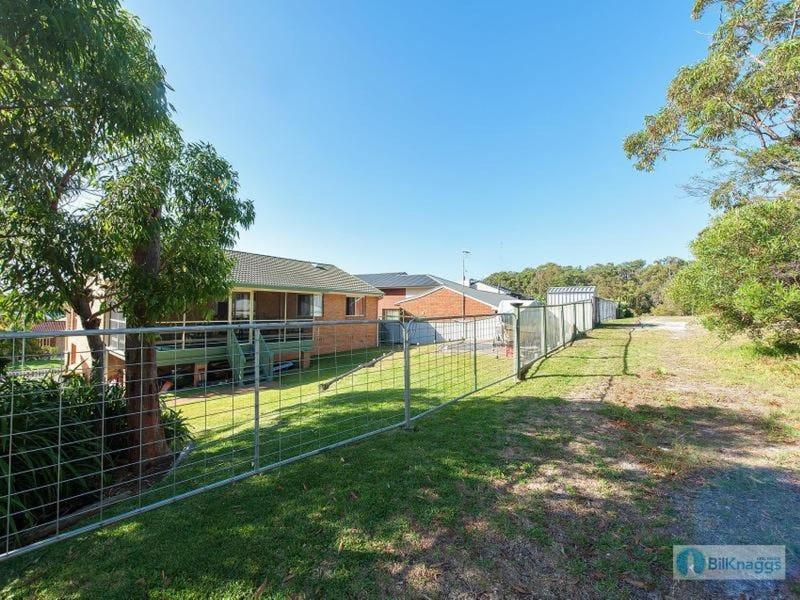 124 Rocky Point Road, Fingal Bay, NSW 2315