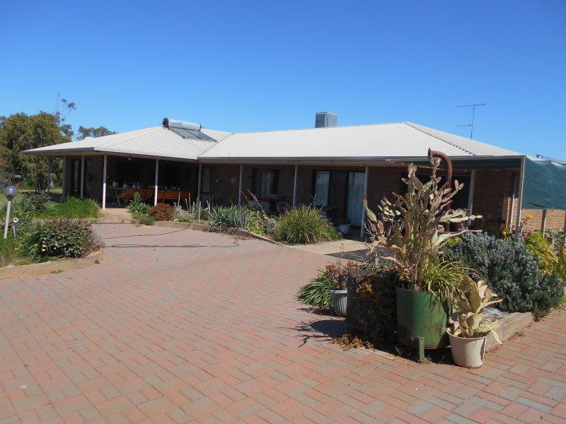114 McInnes Street, Lake Cargelligo, NSW 2672