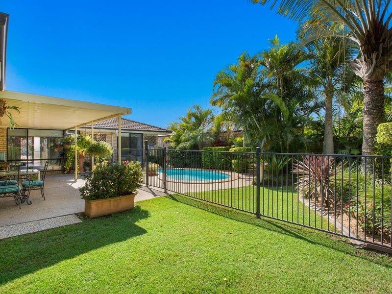 42 Riversdale Boulevard, Banora Point, NSW 2486