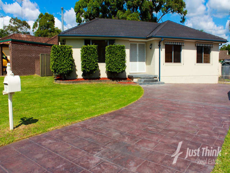 6 Charlton Place, St Clair, NSW 2759