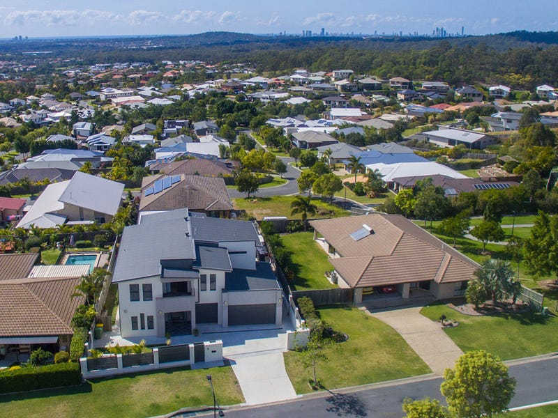 5 Harmsworth Road, Pacific Pines, Qld 4211