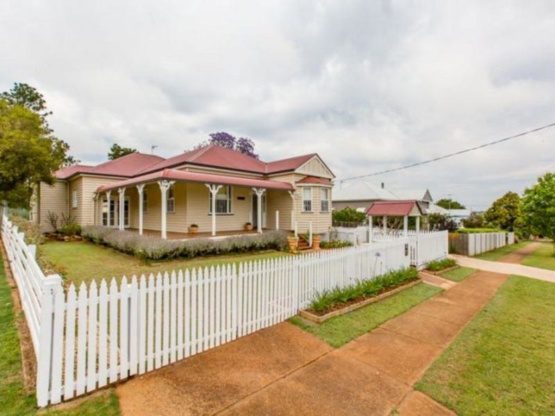 38 Cranley Street, South Toowoomba, Qld 4350
