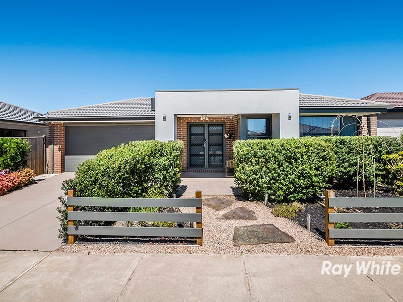 26 Naas Road, Clyde North, Vic 3978