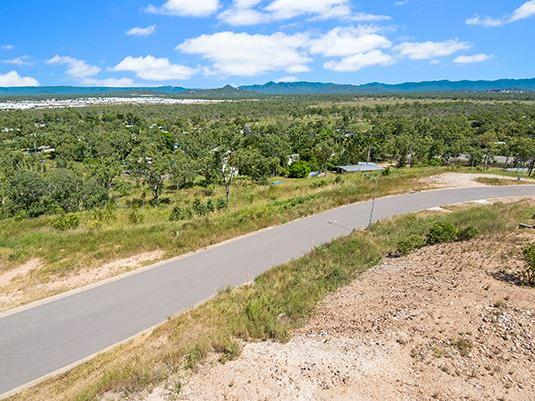 45 Deedes Crescent, Bushland Beach, Qld 4818