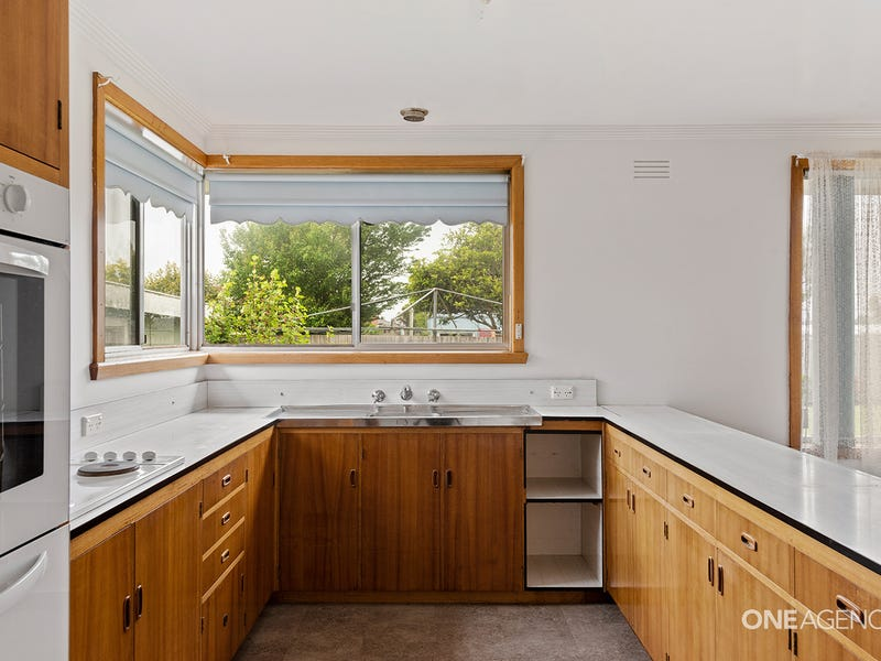 13 Churchill Avenue, Upper Burnie, Tas 7320