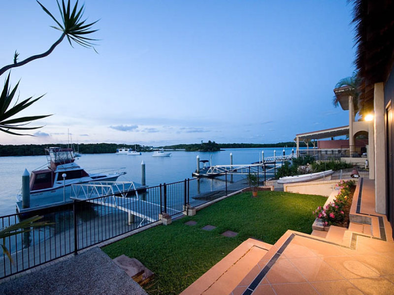 43 Hume Parade, Paradise Point, Qld 4216