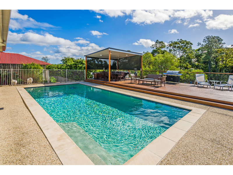 9 Huxley Ct, Pacific Pines, Qld 4211