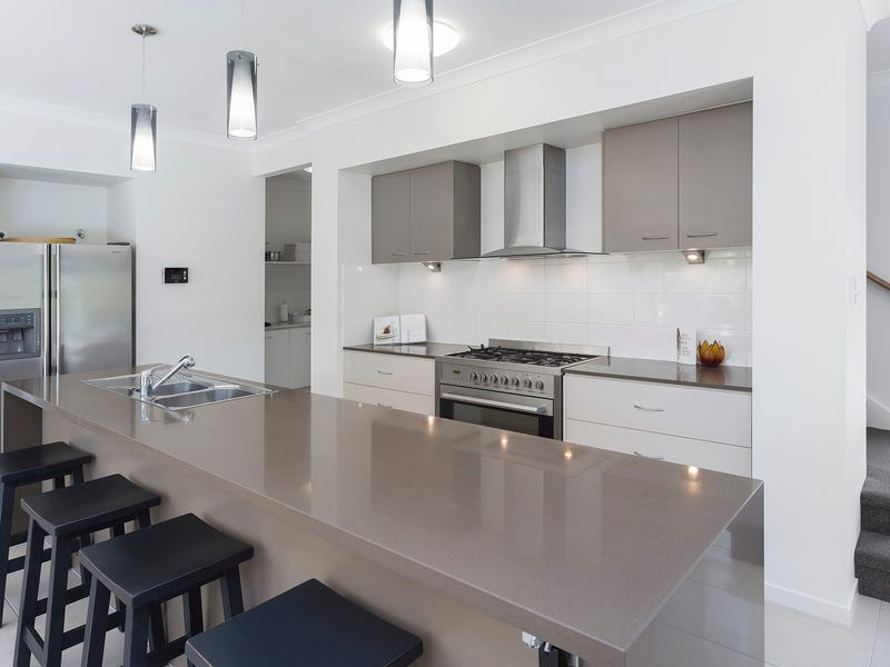 13 The Peninsula, Helensvale, Qld 4212