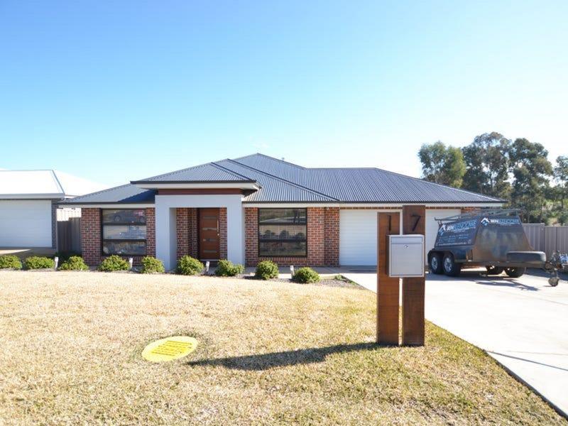 17 Flack Crescent, Boorooma, NSW 2650