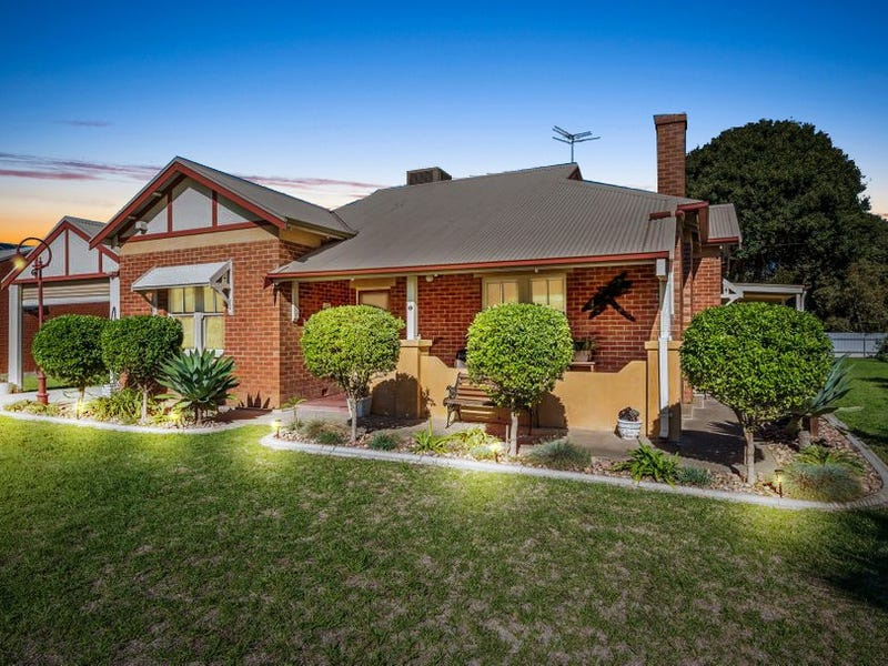 2 Hall Crescent, Old Noarlunga