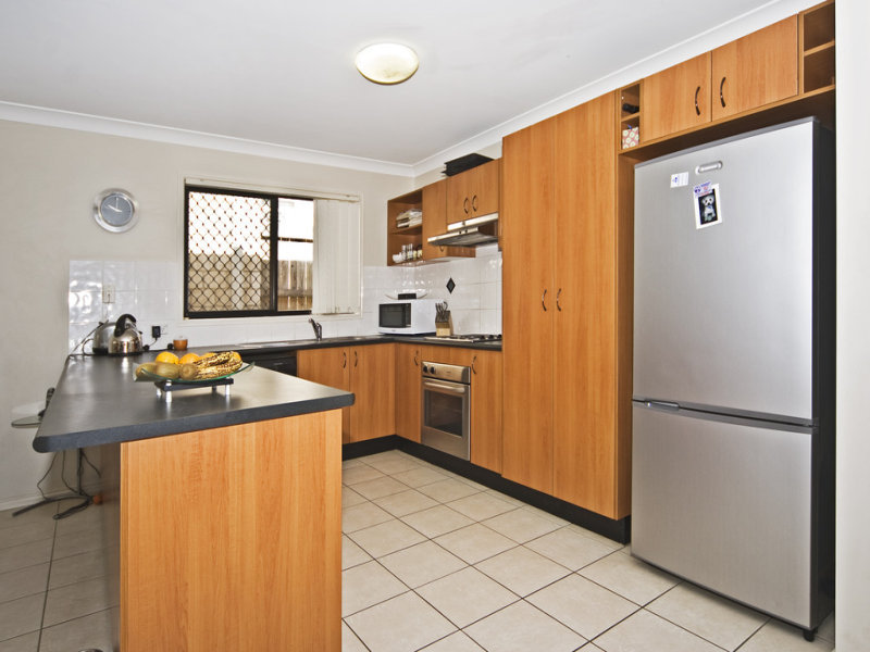 10 Bullen Cct, Forest Lake, Qld 4078