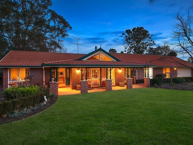 10 Willoughby Circuit, Grasmere, NSW 2570