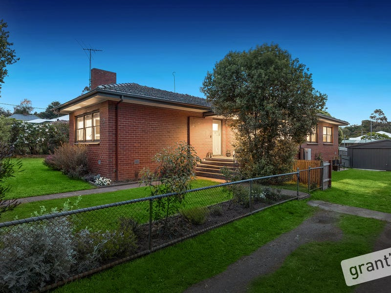 2 Clarence Street, Loch, Vic 3945