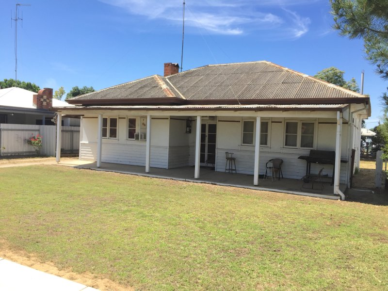 409 Wood Street, Deniliquin, NSW 2710