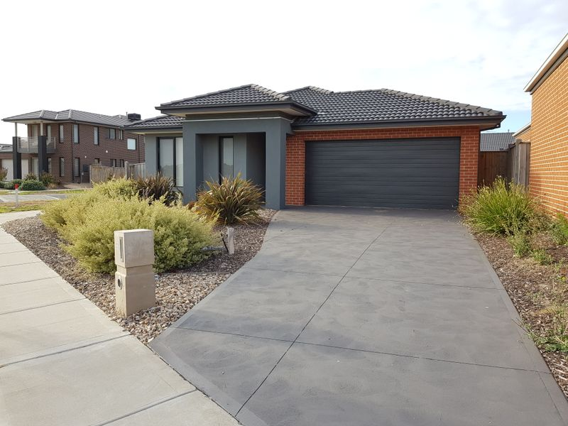 22 Spectacle Cres, Point Cook, Vic 3030