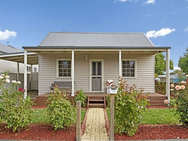 711 Howard Street, Soldiers Hill, Vic 3350