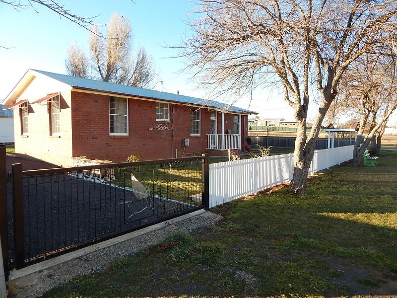 13 Stoke Street, Adaminaby, NSW 2629