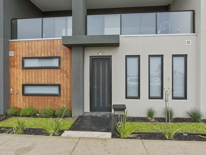 8 Bentley Lane, Clyde North, Vic 3978