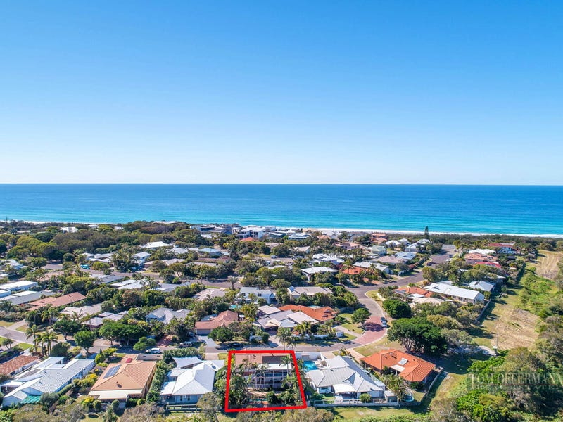 13 Moonbeam Crescent, Castaways Beach, Qld 4567