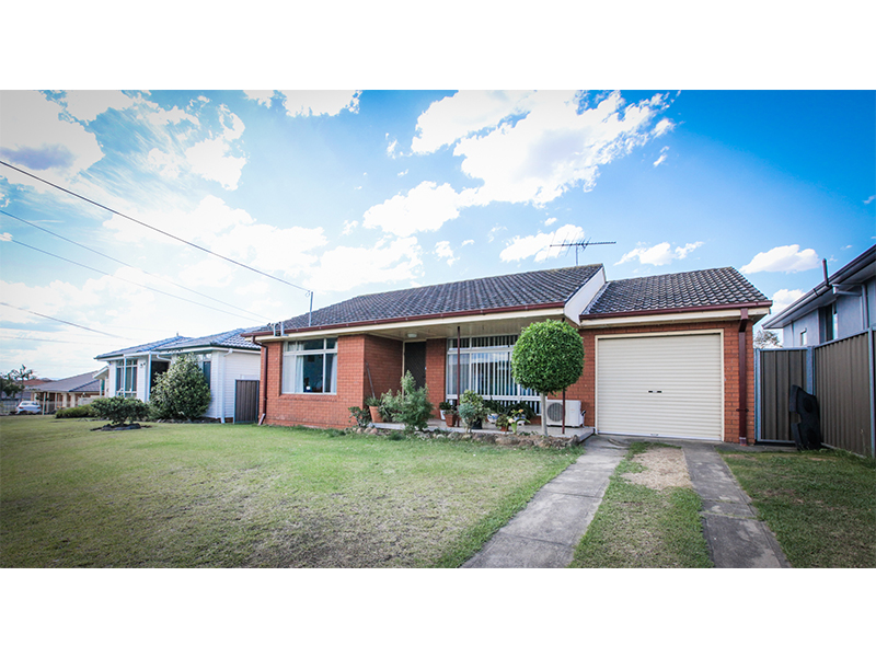 8 Hewison Avenue, Green Valley, NSW 2168