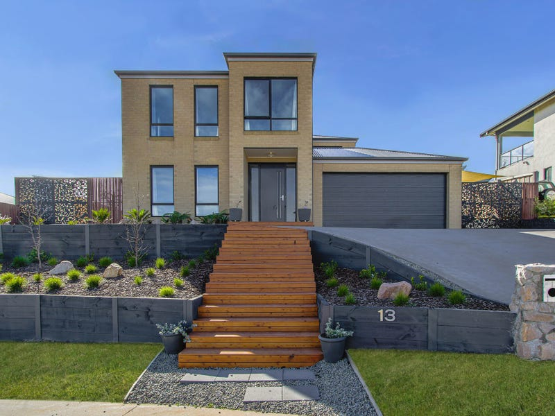 13 Riviera Court, Lakes Entrance, Vic 3909