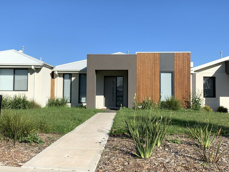 137B Wheelers Park Drive, Cranbourne North, Vic 3977