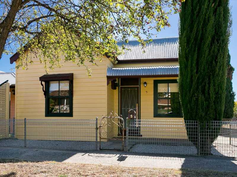 5 Surveyor Street, Queanbeyan, NSW 2620