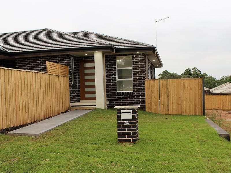 44 Crowley Blvd, Claymore, NSW 2559