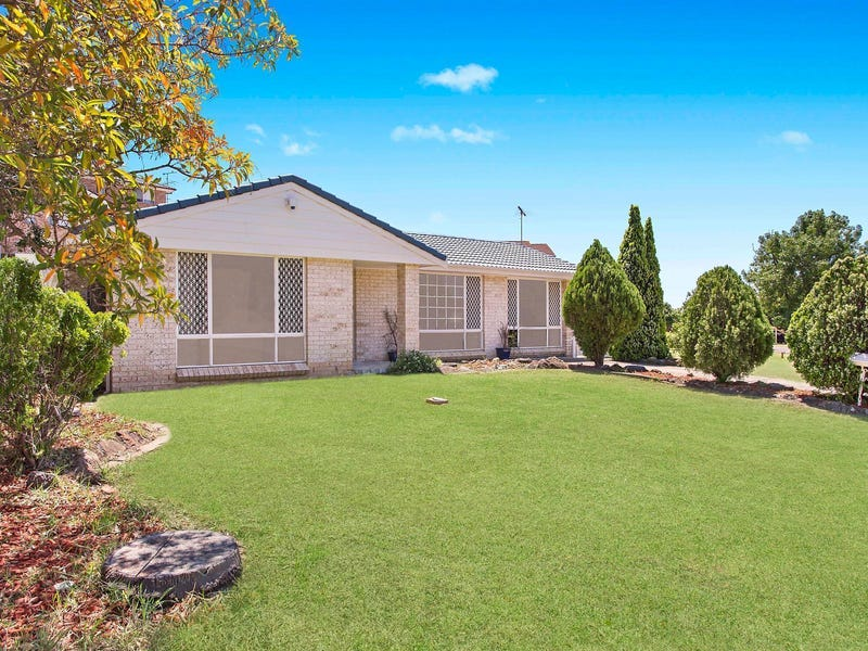 30 Diamontina Avenue, Kearns, NSW 2558