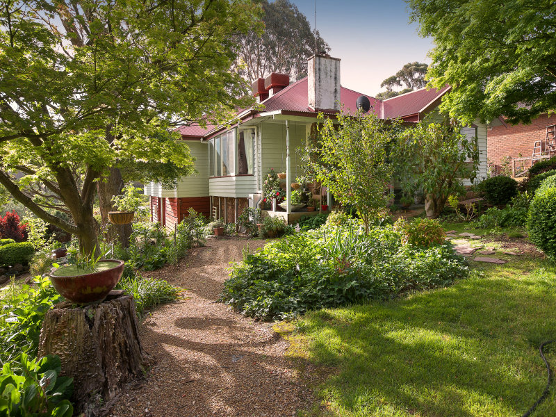 17 Georges Road, The Patch, Vic 3792