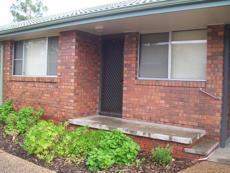 2/81-83 Tamworth Street, Abermain, NSW 2326